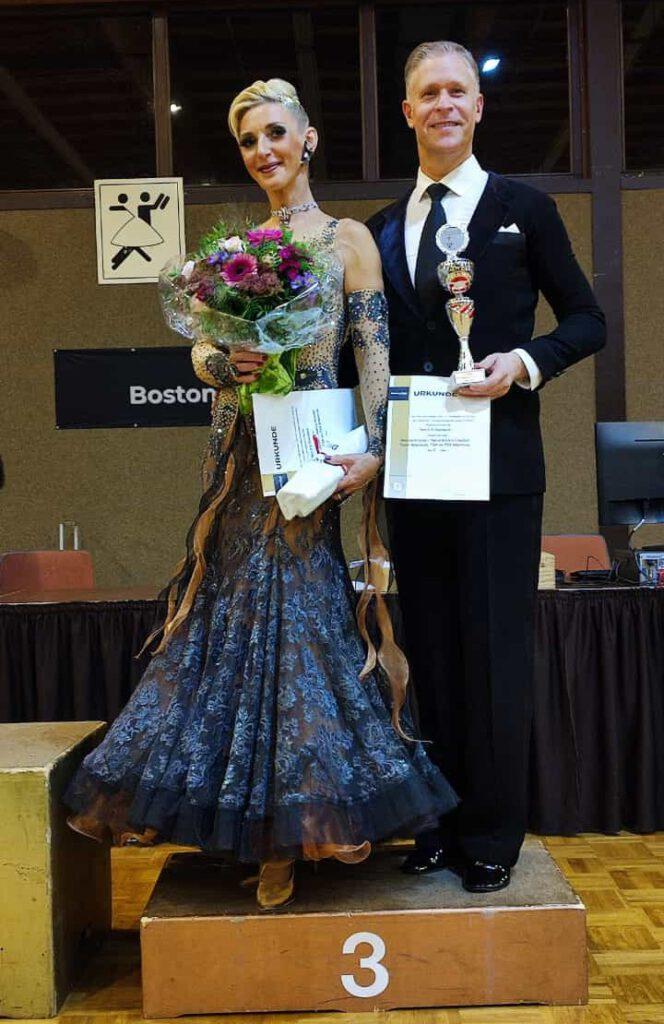 Helena Krauter und Hendrik Claaßen im Boston Club Düsseldorf auf dem Siegertreppchen für den dritten Platz beim Ranglistenturnier 2021